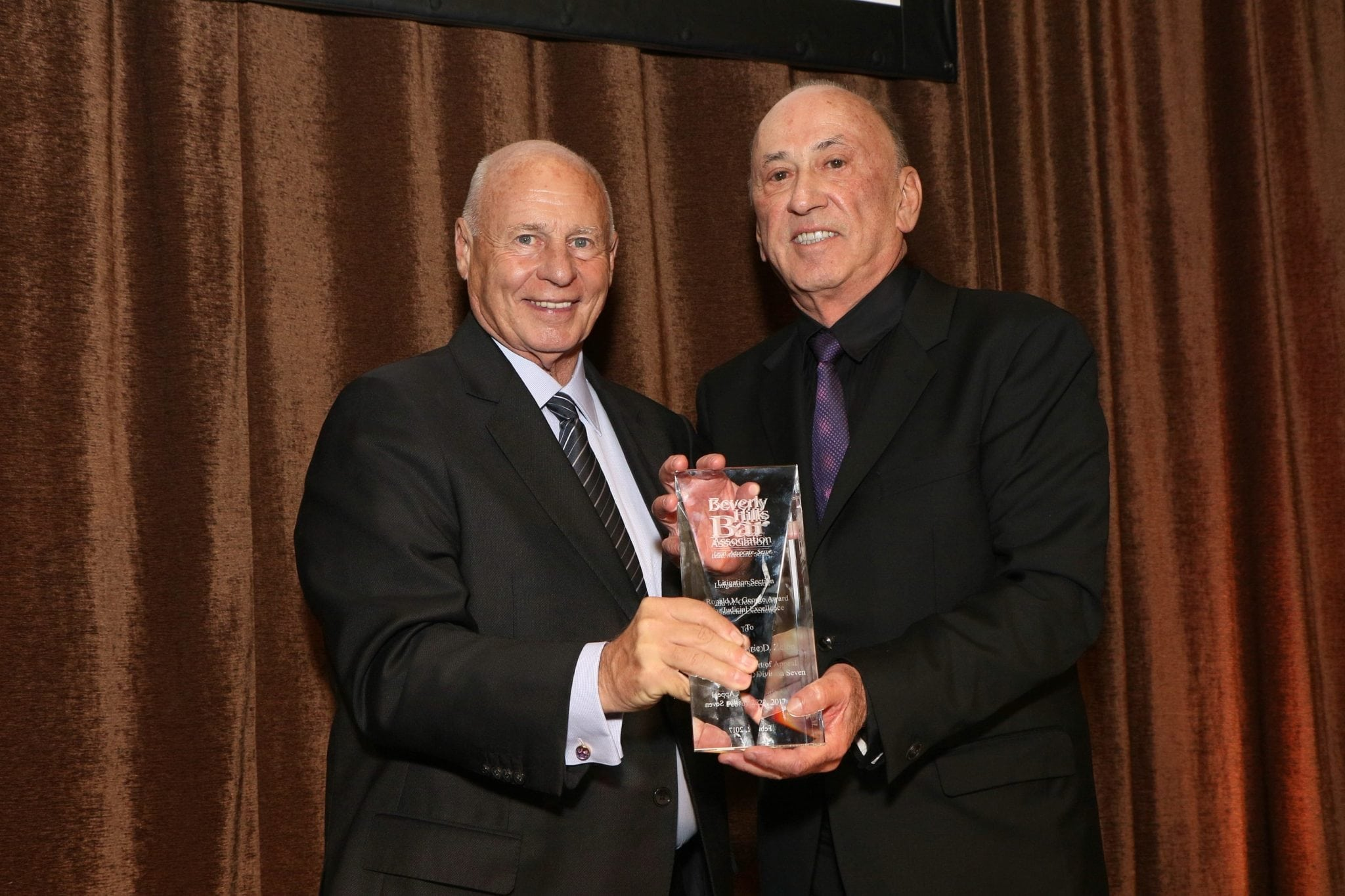 Tom Girardi presents William Shernoff with the BHBA Excellency in Advocacy Award